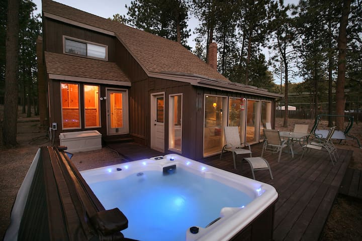 Woodland Park Haven / RENOVATED! - Woodland Park - Hytte