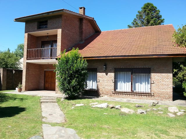Gran casa con Piscina(10 min aeropuerto de Ezeiza) - Ezeiza - Chalet