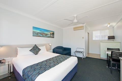 Queen Motel Room @ Haven Waters