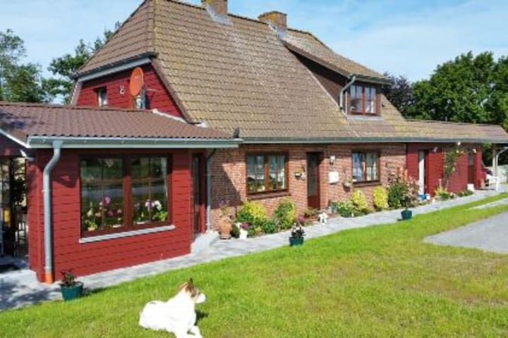 """Fantastic Apartment """"Ferienhaus Riedel"""" with Garden, Terrace & Wi-Fi; One Dog Allowed"""
