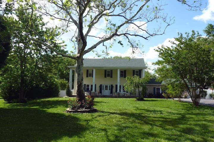 Bell Cove Manor - Historic Former Inn