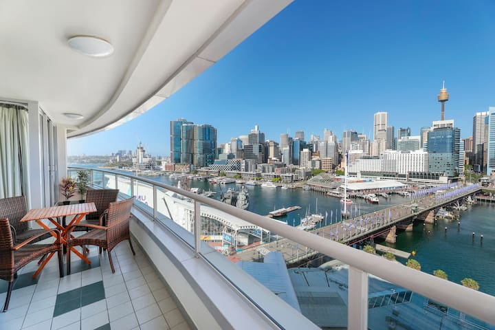 2 BEDROOM APARTMENT DARLING HARBOUR WITH CITY VIEW