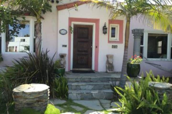 Seaside Artistic Charming Entire Home! Superhost!