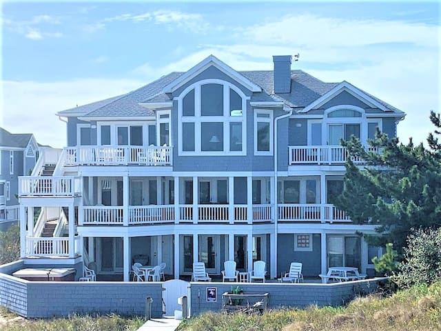 Beautiful Oceanfront home! Private Pool, Hot Tub