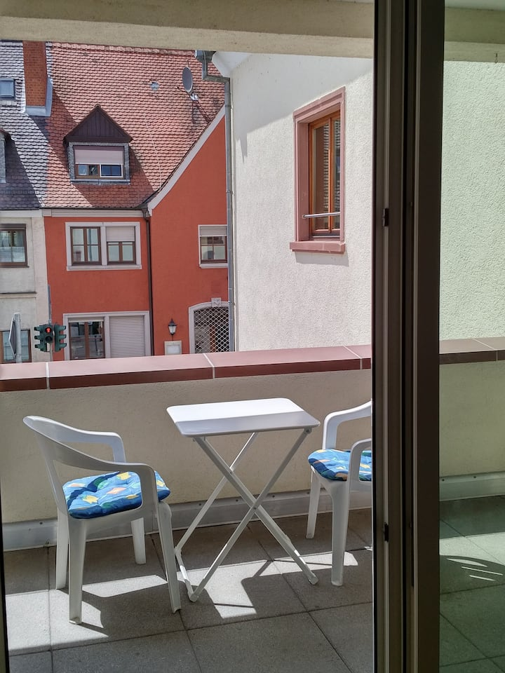 Helles Appartment (fast) am Main