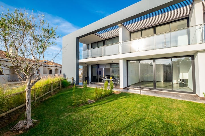 #42 V3 Private Condominium / Pool / Premium House