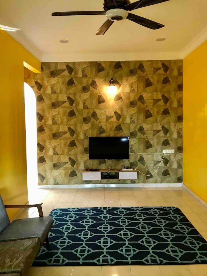 ALYN Homestay [Kuning]