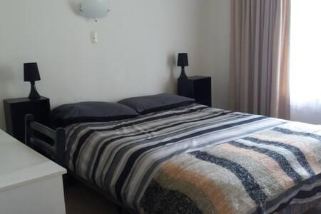 Cosy Double Bedroom - Tauranga