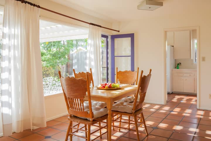 La Jolla Spacious 2BR/1BA apt +Patio