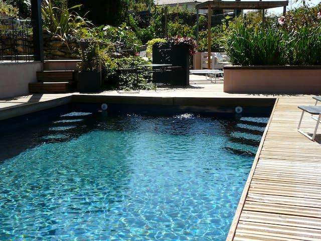 Gîte des Helviens 4* piscine naturelle 4 personnes