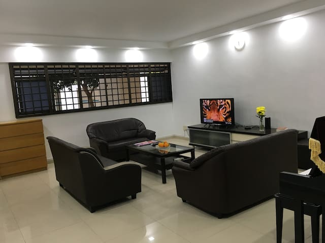 Clean & comfortable room, 7' to Vivo City-Sentosa- - Singapore - Huoneisto