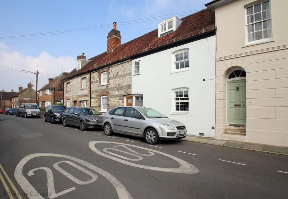 Centrally located in Lewes, independent shops, restaurants and pubs all in walking distance. Parking permits available on request