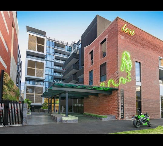Modern apartment in convenient South Melbourne