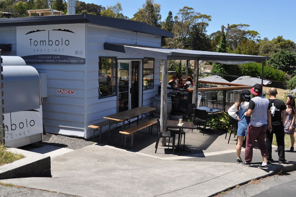 Tombolo cafe/pizzeria is a 2 minute walk