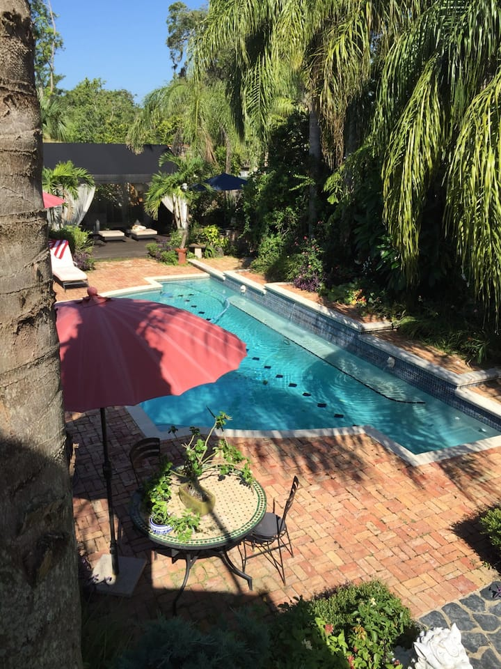 Ormond Oasis - Private Poolside Bungalow