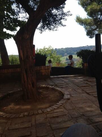 Villa Rustica immersa nel verde,a 3.8 km dal mare - Civitanova Marche - Bed & Breakfast