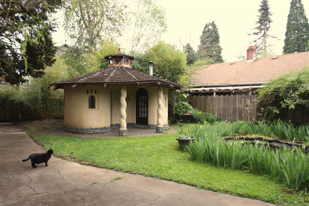 earthern cob cottage in portland