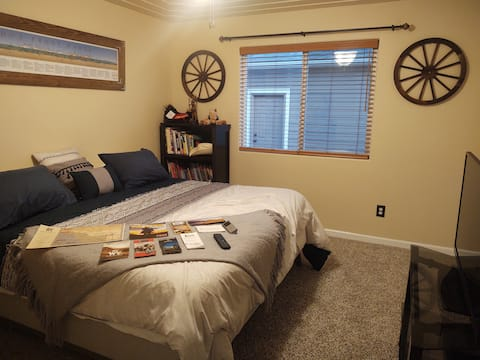 Old West Stay with Backyard & King SleepNumber Bed