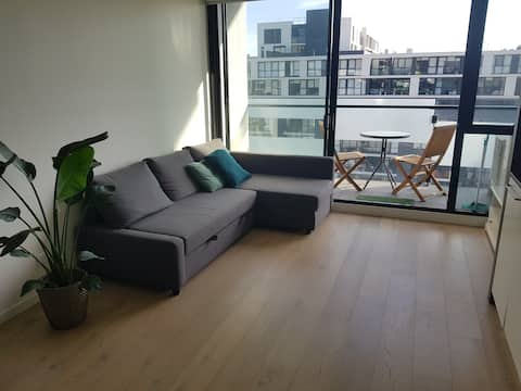 Cosy Yarra riverside apartment near CBD