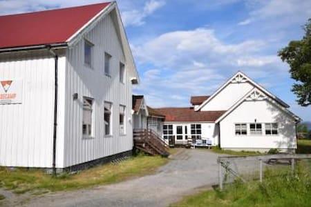 Basecamp Helgeland - Sørfjorden - Bed & Breakfast