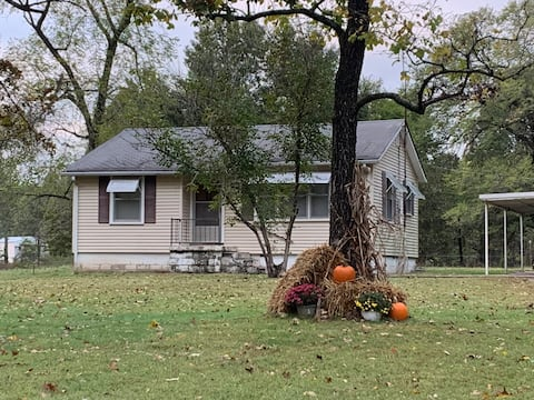 Cozy Little House in the Country/Osceola. MO