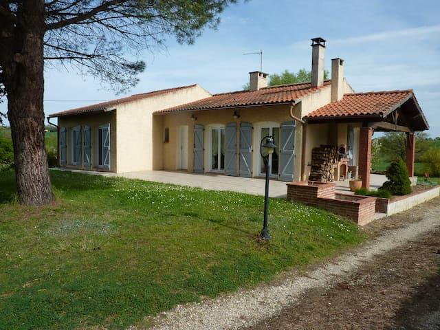 Maison calme avec jardin de 1500 m2 - Verfeil - Hus