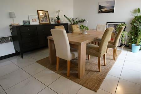 Room in charming villa in Satwa - Dubai - Talo