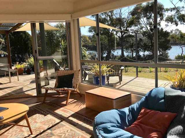 Private sunny waterfront retreat -Bay of Fires