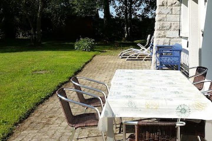 Savigny : 3.5 p. avec vue dans villa au calme