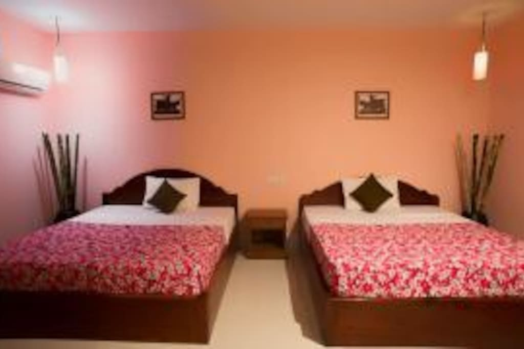 This is Double or Twin room ,Bed Size is 1.8m each Bed ,Lotus Suite