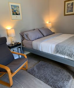 Cozy and quiet room w/full bath and amenities.
