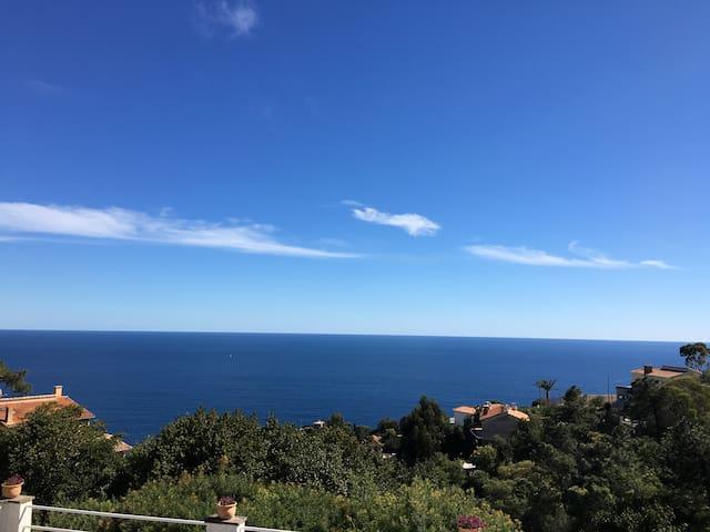 2 pièces vue mer entre Cannes et Saint Raphael