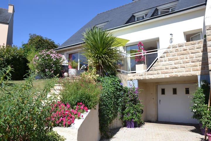 Maison contemporaine avec jardin - Quimper - Ev