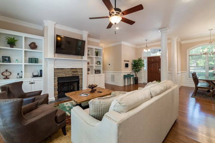 Modern Luxury Golf Home - 3 min from clubhouse