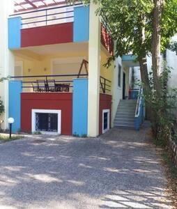 Aigio, Longos twin maison with seaview+