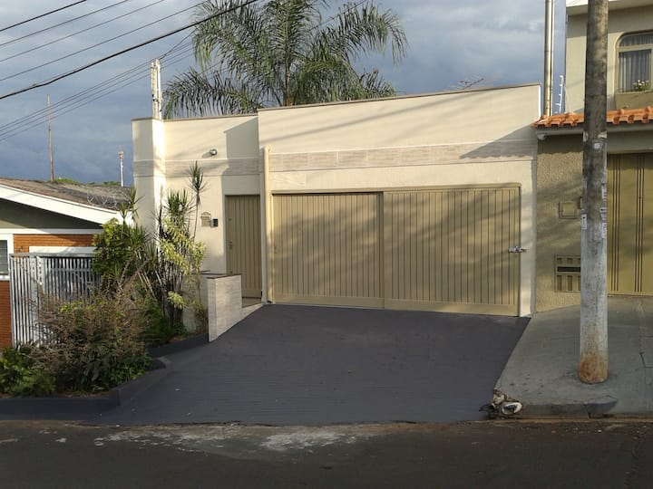 Casa confortável para hospedagem familiar