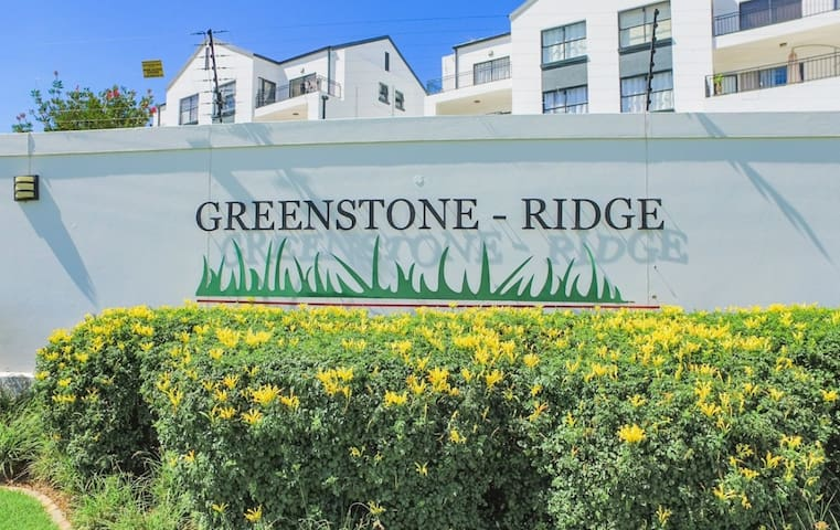 FULLY FURNISHED ROOM TO RENT IN GREENSTONE RIDGE