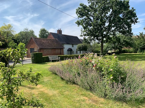 Deluxe, private 3-Bedroom House in Wiltshire