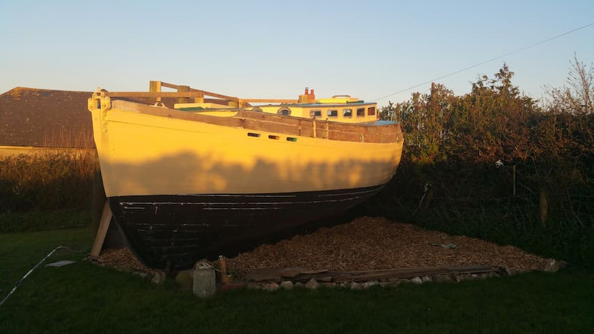 The Boat on the Hill - CROWDFUNDED! - Instow - Boot