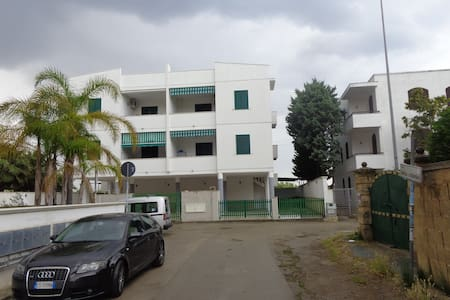 Bright ground floor apartment with garden - 拜亚佛得角(Baia Verde) - 公寓