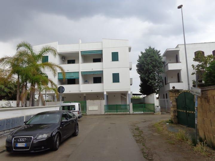 Bright ground floor apartment with garden