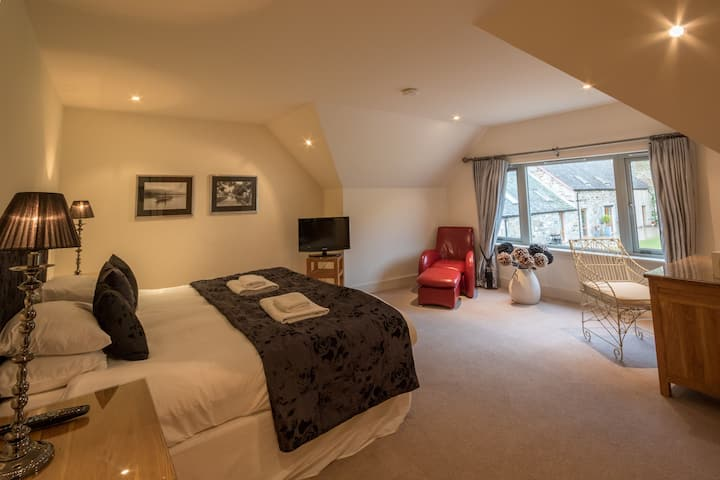 Mains of Taymouth, Kenmore - 5* Wester Bruadair, sleeps 10 with hot tub
