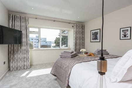 Sandbanks Apartment With a View of The Sea.