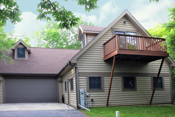 Woodside Cottage Guest House-Close to Road America