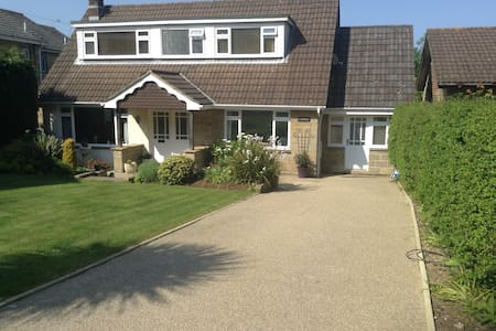 Spacious accommodation set in charming village. - Godshill