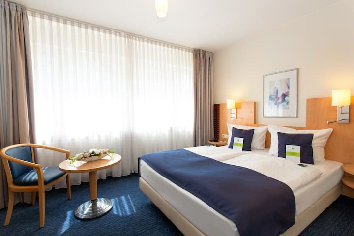 room with queensize bed for 2 in the city center
