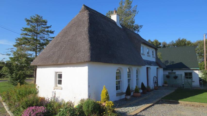 Irish Cob Cottage - IE - Rumah Bumi