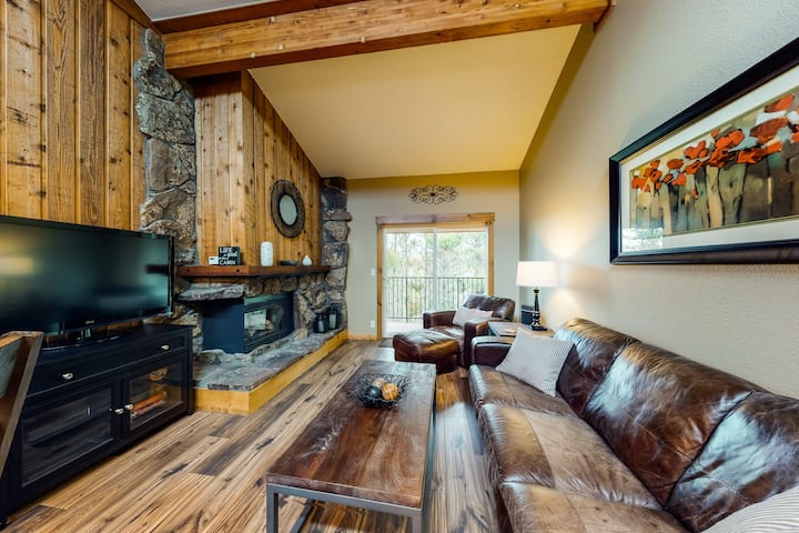 New listing! Cozy condo w/ shared pool & hot tub - easy access to town and ski
