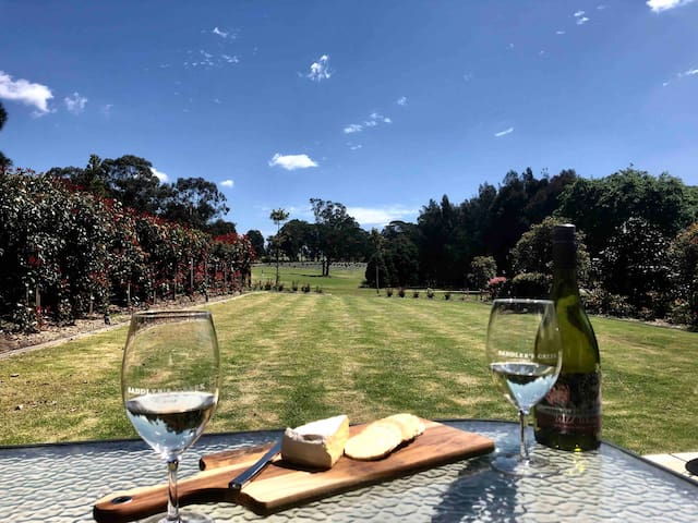 Hunter Valley Golf & Wine Stay - 2 rooms+own entry