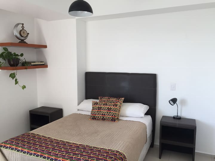 Great location, sunny and comfy apartment